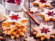 Австрийски коледни сладки / бисквити звезди с бадеми и конфитюр